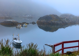 boats-in-the-sissimiut-mist
