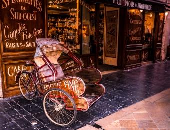 Fine-Food-Shop-in-Bordeaux,-France